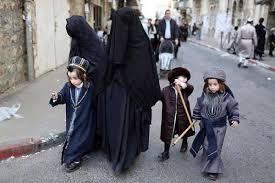 Risultato immagini per bambine musulmane con il velo integrale
