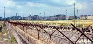 12 août 1961: Construction du Mur de la honte à Berlin Images?q=tbn:ANd9GcQYyRfD74TatSN-qW6UvXA0PltnxCpmzlBNH8tnz5NBKzGbH8hM