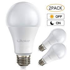 litake dusk to dawn led light sensor bulbs a19 9 watt 80w equivalent 900 lumens e26 base 5000k daylight white auto on off photocell sensor smart light