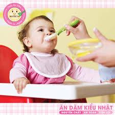 Trẻ bắt đầu ăn dặm nên ăn gì? trẻ bắt đầu ăn dặm khi nào?