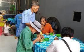 Những bếp ăn từ thiện trĩu nặng nghĩa tình