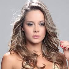 La sorpresiva salida de la presentadora Cristina Hurtado del magazín El Lavadero, ya se sabe quién será su reemplazo. Se trata de Alejandra Buitrago, ... - Alejandra%2BBuitrago