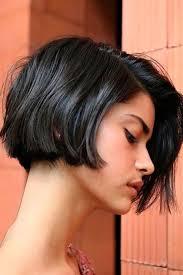 فوق الأذن ولا تحتها قصات جديدة لعاشقات الشعر القصير