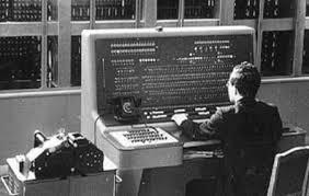История компьютера Отечественный компьютер первого поколения БЭСМ 2 В нем было около 4 000 электронных ламп Он был собрана на трех стойках одна из них была стойка магнитного