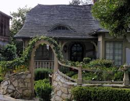 Cottage Style Gates And Fences | Pure cottage.....the rounded undulating