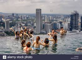 Marina Bay Sands Infinity pool Roof Terasse Selfies Asian Stock