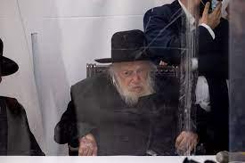 את הרב קנייבסקי ונכדו יש לעצור בגין הפצת מחלה במזיד או בעוון
