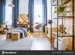 Moderne Schlafzimmer Mit Pflanzen Stockfoto Photographeeeu
