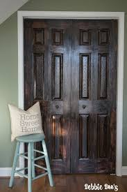 paint a white door to look like natural wood