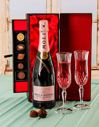 moet chandon chagne and chocolate gift set