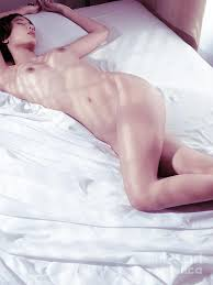 Woman sleeping naked pictures