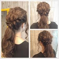 結婚式のお呼ばれヘアにルーズなローポニーテールスタイルです Glitz