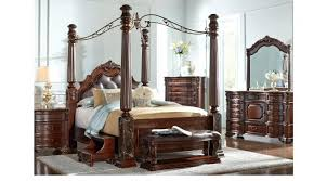 decoration: Traditional Canopy Bed Covers Bedroom. Traditional ...