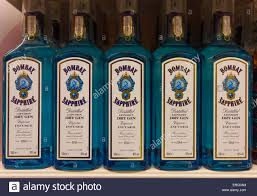 Of London Supermarket Sapphire Bombay Display Gin Photo A Alamy Stock Bottles 83242284 Blue -