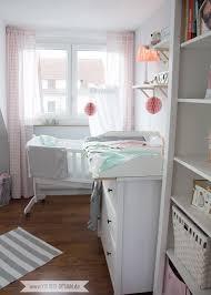 Ein Skandinavisches Kinderzimmer Und Ein Wickelaufsatz Für Die Ikea