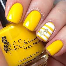 <b>Yellow summer</b> nails