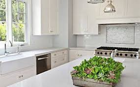 choosing between quartz and granite kitchen countertops