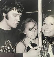 Elvis, Lorena Kirk and Mary Tyler Moore - Change of Habit - 1969 - TCB⚡with  TLC⚡ | Elvis presley movies, Elvis presley photos, Elvis in concert