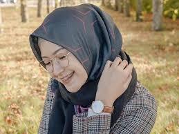 Tutorial hijab segi empat dengan ciput topi. 7 Tutorial Hijab Segi Empat Simpel Ala Youtuber Cantik Bandung
