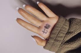 ариана гранде набила татуировку с нелепой ошибкой и придумала