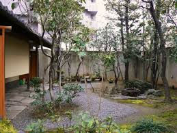 Lawn & Garden:Japanese Style Of Gardening In Small Outdoor Space With Some  Big Trees