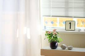 how to hang curns over blinds