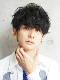 イケメンのメンズに多い髪型爽やかイケメンサラリーマン俳優