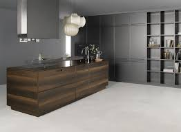 Cucina moderna. cucine in metallo liquido milano. le sedie per la