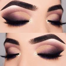 there is a huge number of variations of homeing makeup some las opt for bright colors some are crazy about glitter while others prefer the looks