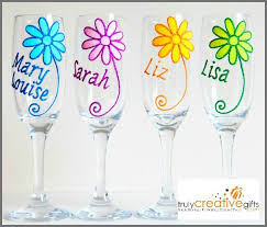 daisy champagne flute or wine glass personalised name or message in glitter shimmer