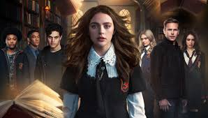 legacies cast and crew tease season 2 of the diaries spinoff at sdcc