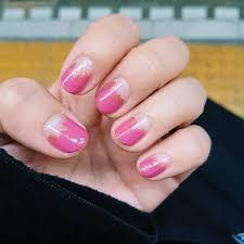 ピンクの 塗りかけネイル
