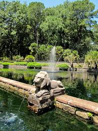 lion fountain norfolk botanical garden dog friendly bo