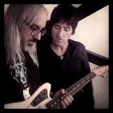 54 best images about it s usually loud joe satriani johnny marr and j mascis playing marr s signature fender jaguar guitar