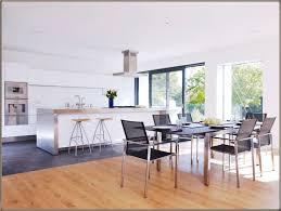 Offene Küche übergang Fliesen Parkett Küche Holzboden