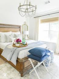 8 Guest Bedroom Essentials And Luxuries Your Company Will Thank