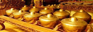 Alat musik bonang juga biasa dikenal dengan sebutan pot atau ceret. Apa Yang Dimaksud Dengan Alat Musik Tradisional Bonang Seni Musik Dictio Community
