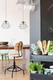 Appartement Met Gemeenschappelijke Tafel Industriële Lampen Stoel