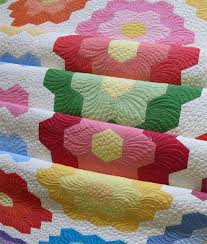How to quilt hexagons- easy way to quilt hexagon quilts & how to quilt hexagons Adamdwight.com