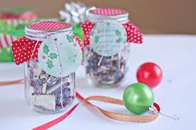 Decorating Canning Jars Gifts Easy DIY Holiday Mason Jar Decoration Tutorial The Chic Life 1