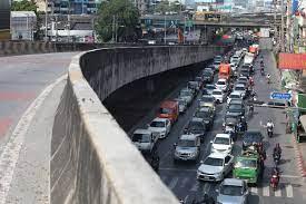 คลองเตยรถติดหนัก! หลังปิดสะพานข้ามแยก ณ ระนอง - โพสต์ทูเดย์ สังคมทั่วไป