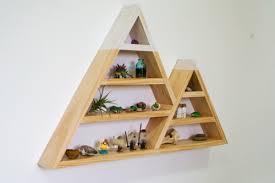 snowy mountain triangle shelf (via livecreatedecorate)