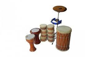 Artinya, irama bunyi yang dihasilkan menyesuaikan dengan lagu yang akan dimainkan. 13 Alat Musik Pukul Beserta Penjelasan Dan Contohnya