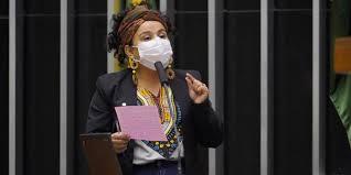 Eduardo Bolsonaro insinua que deputada paraense estava sob efeito de drogas