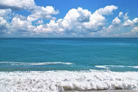 夏の海と入道雲の空の写真素材を無料ダウンロード Beiz Images
