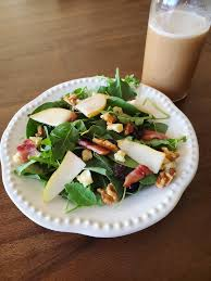 320 Sycamore Lighting Pear Arugula Salad With Maple Viniagrette And Bacon 320
