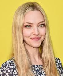 amanda seyfried always wears these 5 beauty trends no one has noticed