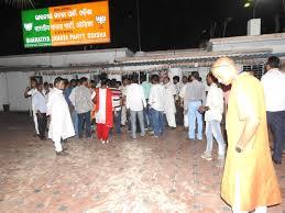 ஒடிசாவில் பாஜக அலுவலகத்தில் பட்டாசு வீசிய 2 பேர் கைது
