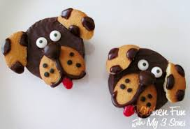 would be cute and easy to make for a dog themed party or just some fun for the kids to make themselves