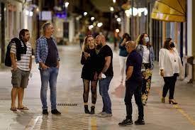 إسبانيا تلغي إلزامية ارتداء الكمامات في الشوارع - RT Arabic